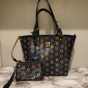 Dooney & Bourke Tote with matching Wristlet